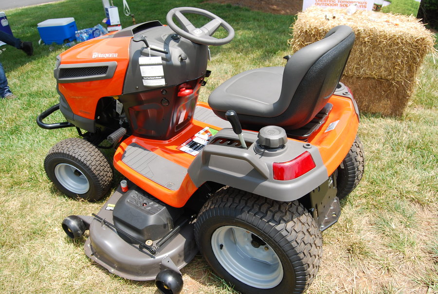 How to Start a Riding Lawnmower with a Screwdriver, try these two methods 1