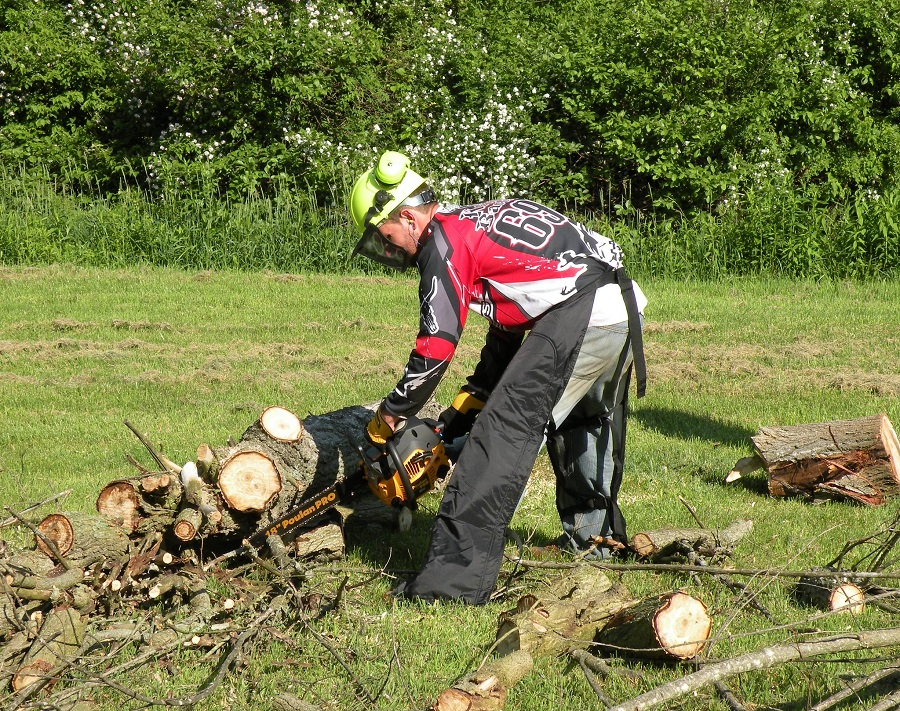 Using Your Chainsaw in the Dirt. Tips from a Professional 1