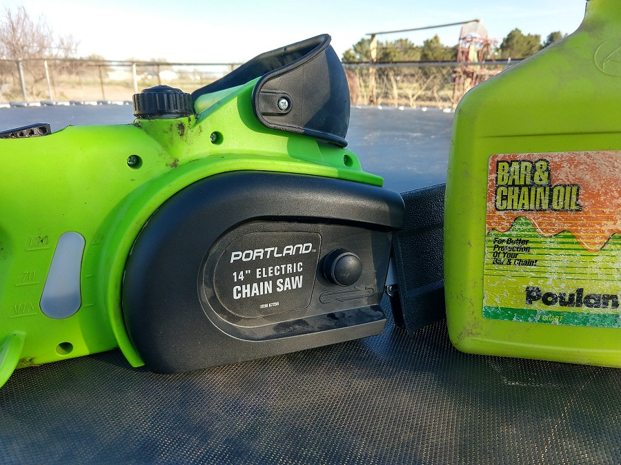 Chainsaw Without Oil. Tips from a Professional 1
