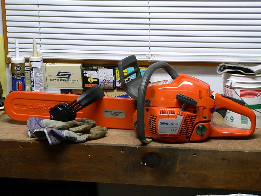 Do Chainsaws Take Mixed Gas? Tips from a Professional 1