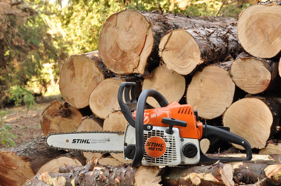 How a Chainsaw Oiler Works. Tip from a Professional 1
